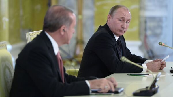 Turecký prezident Recep Tayyip Erdoğan a ruský prezident Vladimir Putin na tiskové konferenci - Sputnik Česká republika
