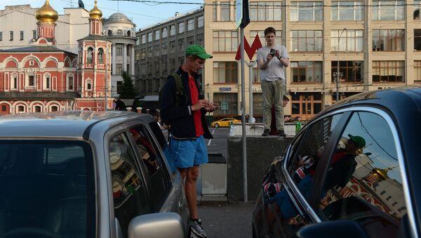 Lidé hrají Pokemon Go v Moskvě - Sputnik Česká republika