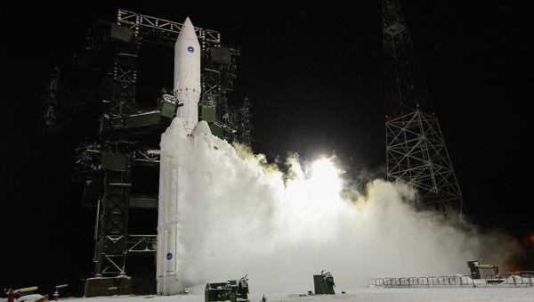 První start nového ruského těžkého nosiče Angara-A5 z kosmodromu v Plesecku - Sputnik Česká republika