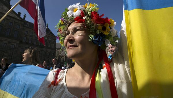 Dívka v lidovém ukrajinském kroji - Sputnik Česká republika