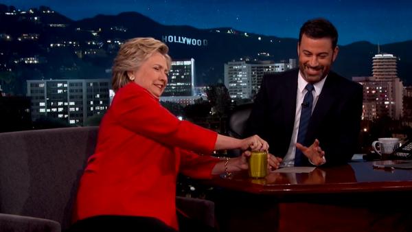 Hillary Clintonová otevřela sklenici s okurkami - Sputnik Česká republika
