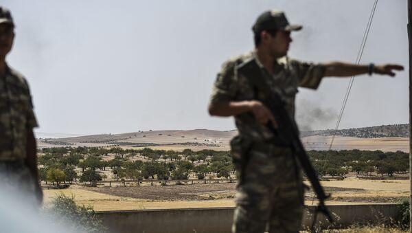 Turecký voják na syrské hranici - Sputnik Česká republika