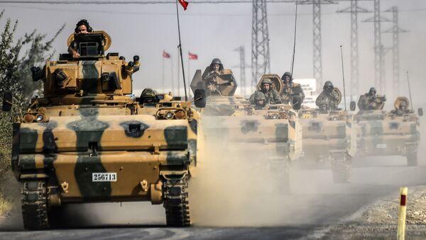 Tank turecké armády u hranice se Sýrií - Sputnik Česká republika