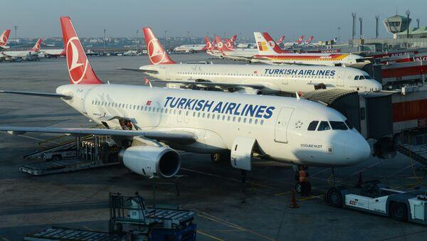 Letadla Airbus A320 и A321 na letišti v Istanbulu - Sputnik Česká republika