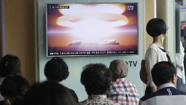 Ve zvláštním informačním pořadu Ústřední televize KLDR oznámila, že země bude pokračovat v linii na další rozvoj jaderného programu - Sputnik Česká republika