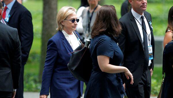 Hillary Clintonová během smuteční akce věnované útoku 11. září - Sputnik Česká republika