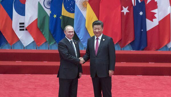Vladimir Putin a Si Ťin-pching během summitu G20 - Sputnik Česká republika