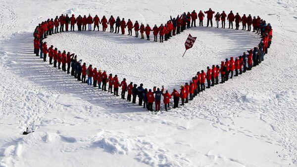 Turisté na Severním pólu. Archivní foto - Sputnik Česká republika