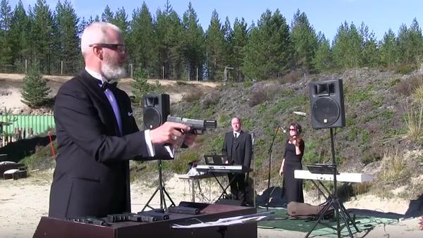 Melodie s pomocí dvou pistolí od Federace praktické střelby Ruska - Sputnik Česká republika