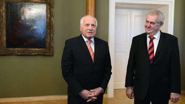 Бывший президент Чехии Вацлав Клаус и нынешний президент Чехии Милош Земан - Sputnik Česká republika
