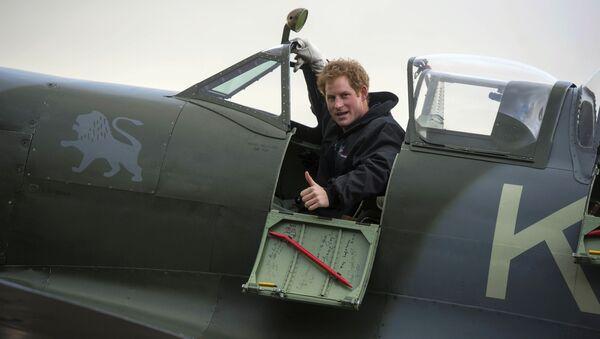 Britský princ Harry ve stíhačce Supermarine Spitfire. - Sputnik Česká republika