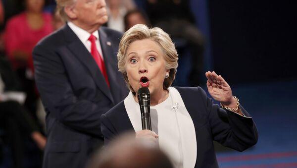 Kandidátka na post prezidenta USA za Demokratickou stranu Hillary Clintonová během předvolební debaty s Donaldem Trumpem - Sputnik Česká republika