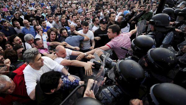 Srážky protestujících s policií ve městě Skopje, Makedonie - Sputnik Česká republika