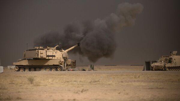Americká houfnice M109A6 Paladin během operace u Mosulu - Sputnik Česká republika