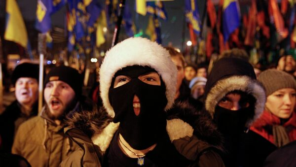 Aktivisté z nacionalistické strany Svoboda a Pravého sektoru v Kyjevě (1. ledna 2015) - Sputnik Česká republika