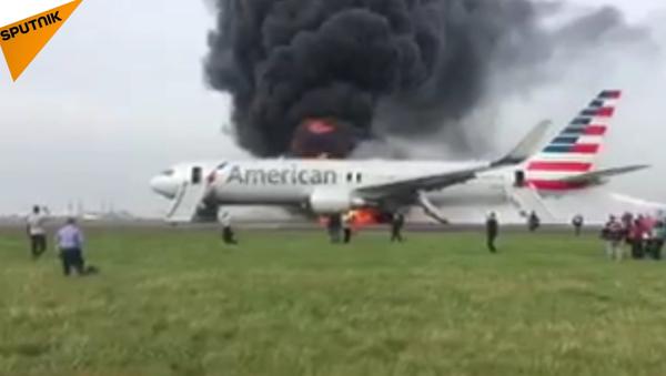 Na letišti Chicaga se vznítilo letadlo - Sputnik Česká republika