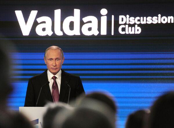 Prezident RF Vladimir Putin na závěrečném zasedání 13. každoroční schůzky Mezinárodního diskusního klubu Valdaj v Soči - Sputnik Česká republika