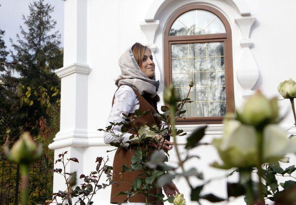 Poslankyně Státní dumy RF Natalja Poklonskaja na otevření kaple na počest svatých mučedníků Mikuláše Druhého s rodinou - Sputnik Česká republika