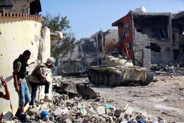 Vojáci libyjské armády v boji s teroristy IS s Syrtě, Libye. - Sputnik Česká republika