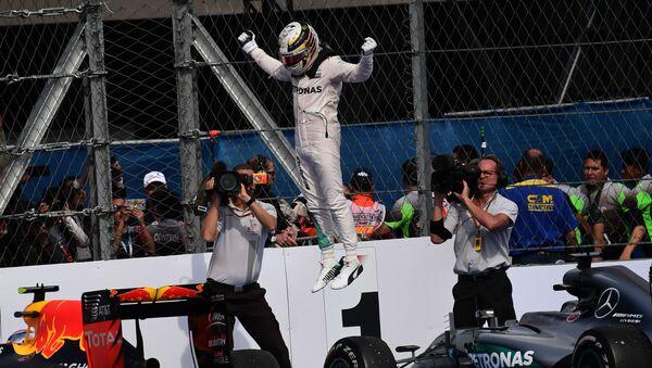 Britský pilot a vítěz Formule 1 Lewis Hamilton - Sputnik Česká republika