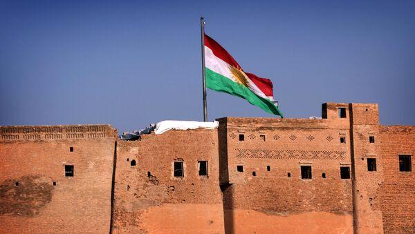 Vlajka Iráckého Kurdistánu - Sputnik Česká republika