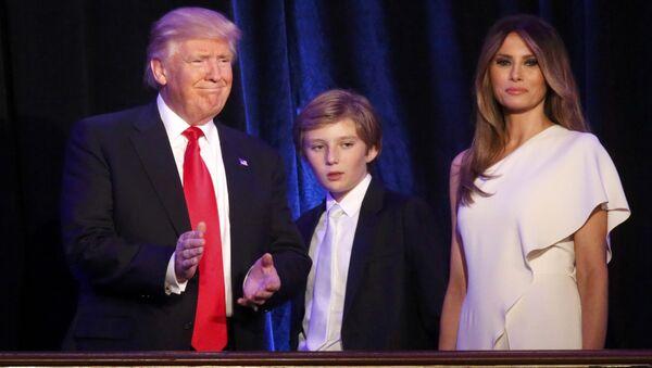 Donald Trump se synem Barronem a manželkou Melanií - Sputnik Česká republika