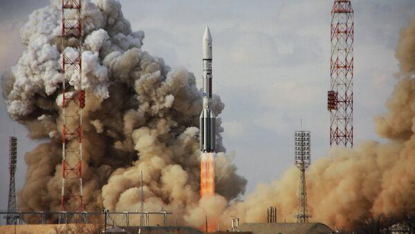 Nosná raketa Proton-M s družicí Intelsat-22 - Sputnik Česká republika