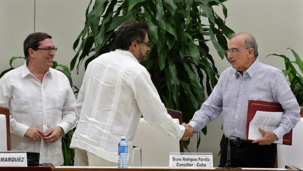 V Kolumbii podepsalo vedení s povstalci novou dohodu o míru - Sputnik Česká republika