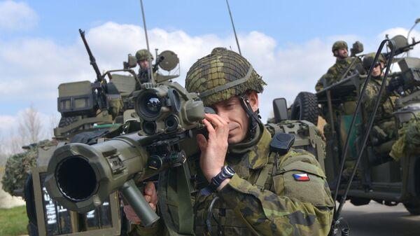 Vojáci české armády během cvičení NATO - Sputnik Česká republika