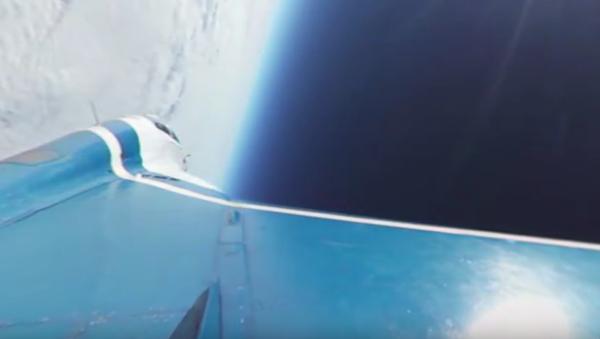 Na hřbetě stíhačky do stratosféry - Sputnik Česká republika