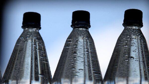 Láhve s minerální vodou - Sputnik Česká republika