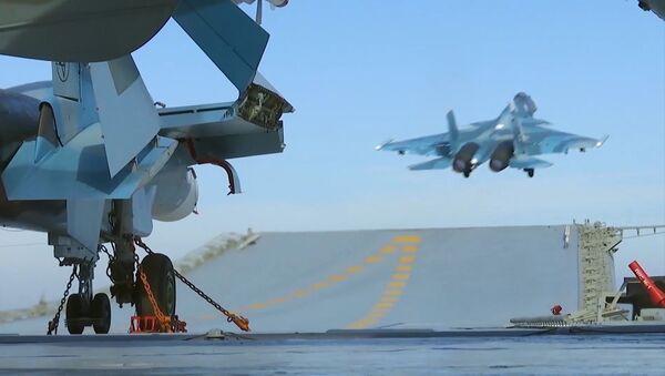 Stíhačky Su-33 na palubě letadlové lodě Admirál Kuzněcov - Sputnik Česká republika