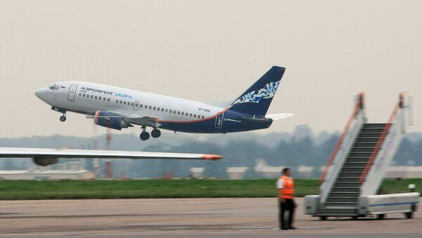 Boeing-737 na letišti Šeremeťjevo - Sputnik Česká republika