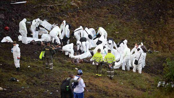 Спасатели на месте падения самолета авиакомпании Lamia Bolivia в Колумбии - Sputnik Česká republika