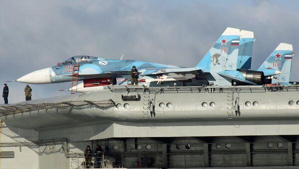 Su-33 na palubě Admirala Kuzněcova - Sputnik Česká republika