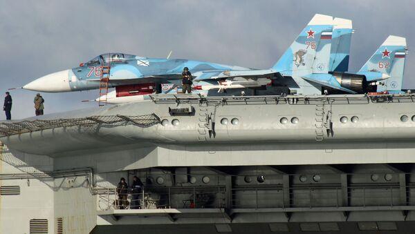 Stíhačky Su-33 na palubě letadlového křižníku Admirál Kuzněcov - Sputnik Česká republika