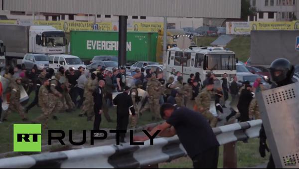 Odpůrci výstavby obchodního centra v Kyjevě začali hromadnou rvačku - Sputnik Česká republika