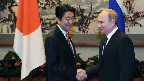 Prezident Ruska Vladimir Putin a japonský premiér Šinzó Abe - Sputnik Česká republika