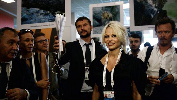 Pamela Anderson - Sputnik Česká republika