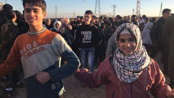 Obyvatelé Aleppa po evakuaci ozbrojenců - Sputnik Česká republika