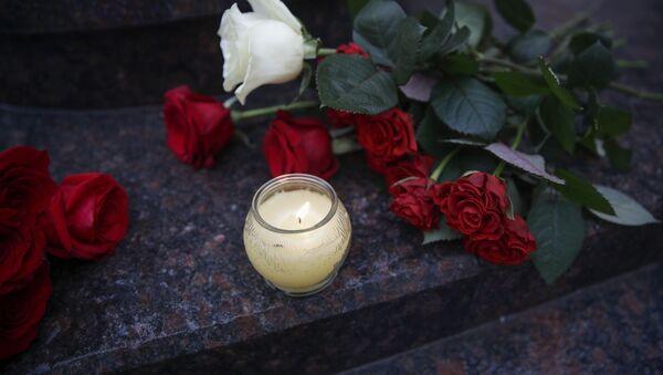 Květiny a svíce - Sputnik Česká republika