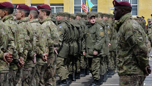 Američtí a ukrajinští vojáci během cvičení - Sputnik Česká republika