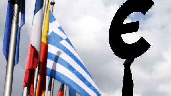 Řecká vlajka a vlajky EU - Sputnik Česká republika