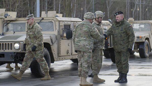 Američtí vojáci při přesunu v Evropě - Sputnik Česká republika