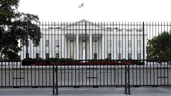 The White House is viewed from Pennsylvania Avenue in Washington. - Sputnik Česká republika