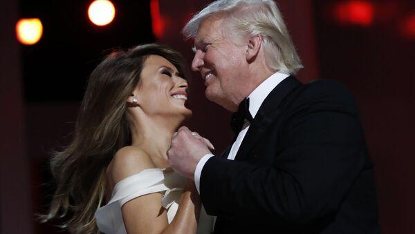 Donal Trump a jeho manželka Melania během tance - Sputnik Česká republika