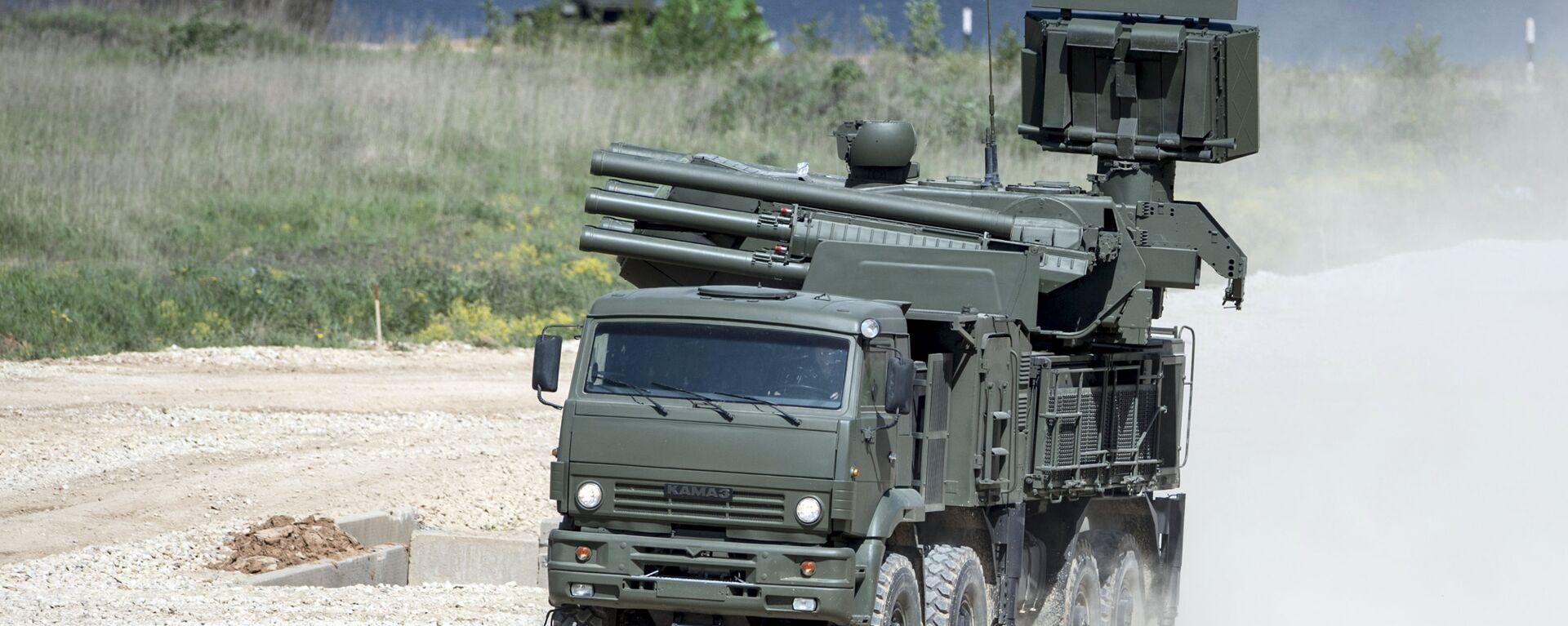 Hybridní samohybný protiletadlový systém krátkého a středního dosahu Pancir-S1 na náklaďáku KAMAZ-6560. - Sputnik Česká republika, 1920, 21.08.2021