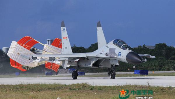 Čínská stíhačka J-16 po přistání. Ilustrační foto - Sputnik Česká republika