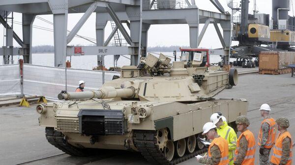 Americké tanky Abrams v Estonsku - Sputnik Česká republika