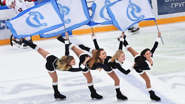 Roztleskávačky hokejového týmu Dinamo Moskva - Sputnik Česká republika